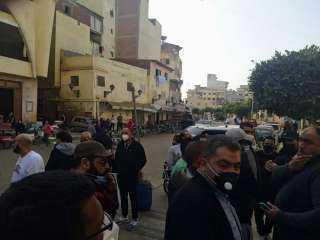 لحظة وصول جثمان والدة حسن الرداد بمسجد عمرو بن العاص بدمياط