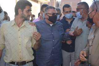 استجابة لشكاوى المواطنين.. محافظ البحر الأحمر يتفقد منطقة خلف السنتر الليبي لرصد المخالفات على أرض الواقع بالغردقة