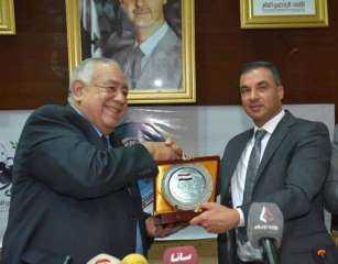 """رئيس الاتحاد الرياضي العام بسوريا يكرم """"فهيم"""" لانجازاته في النهوض بكمال الأجسام في العالم"""