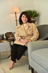 الشيخة عزة الصباح اول رئيس فخرى لحملة مانحى الأمل تلقى كلمة إفتتاح الحملة بسويسرا بحضور مؤسسها الكمونى