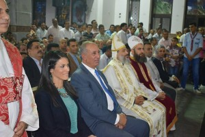 محافظ البحر الأحمر ووزيرة السياحة يشهدان قداس عيد القيامة بكاتدرائية الأنبا شنودة بالغردقة