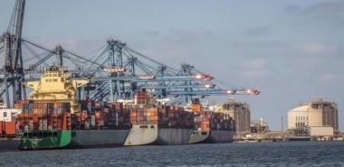 عبور 54 سفينة قناة السويس اليوم بحمولة 3.5 مليون طن