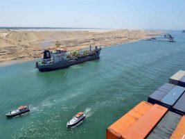 بحمولة 3.2 مليون طن.. عبور 49 سفينة لقناة السويس