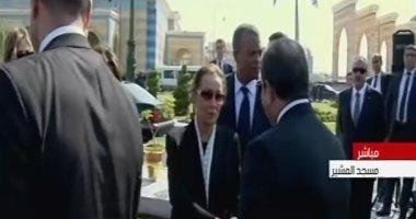 السيسى يقدم العزاء لسوزان مبارك خلال جنازة الرئيس حسني مبارك