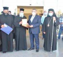 صور.. وفد من رجال الدين المسيحي يهنئ محافظ البحر الأحمر بعيد الفطر