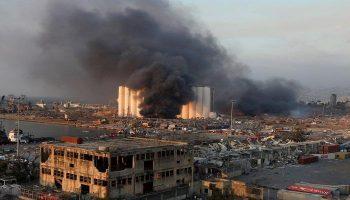 ما زالت النيران تندلع  بمرفأ بيروت بين الحين والآخر واستمرار البحث عن مفقودين